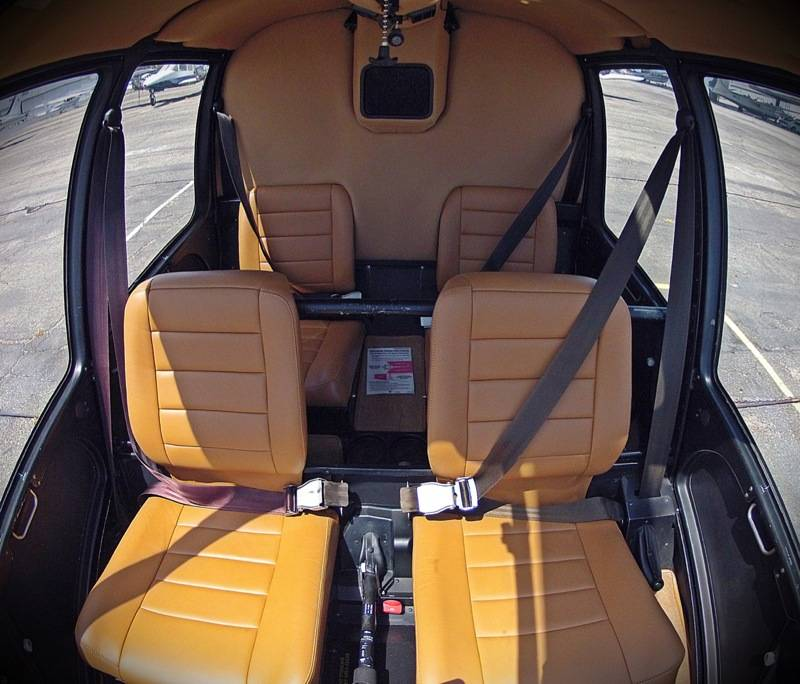 Photo gallery robinson r44 r44 interior for Helicoptere interieur