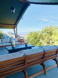 Private Helicopter Hideaway - Helicopter Glamping Experience - Image 12